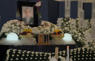 b妙法寺花祭壇1